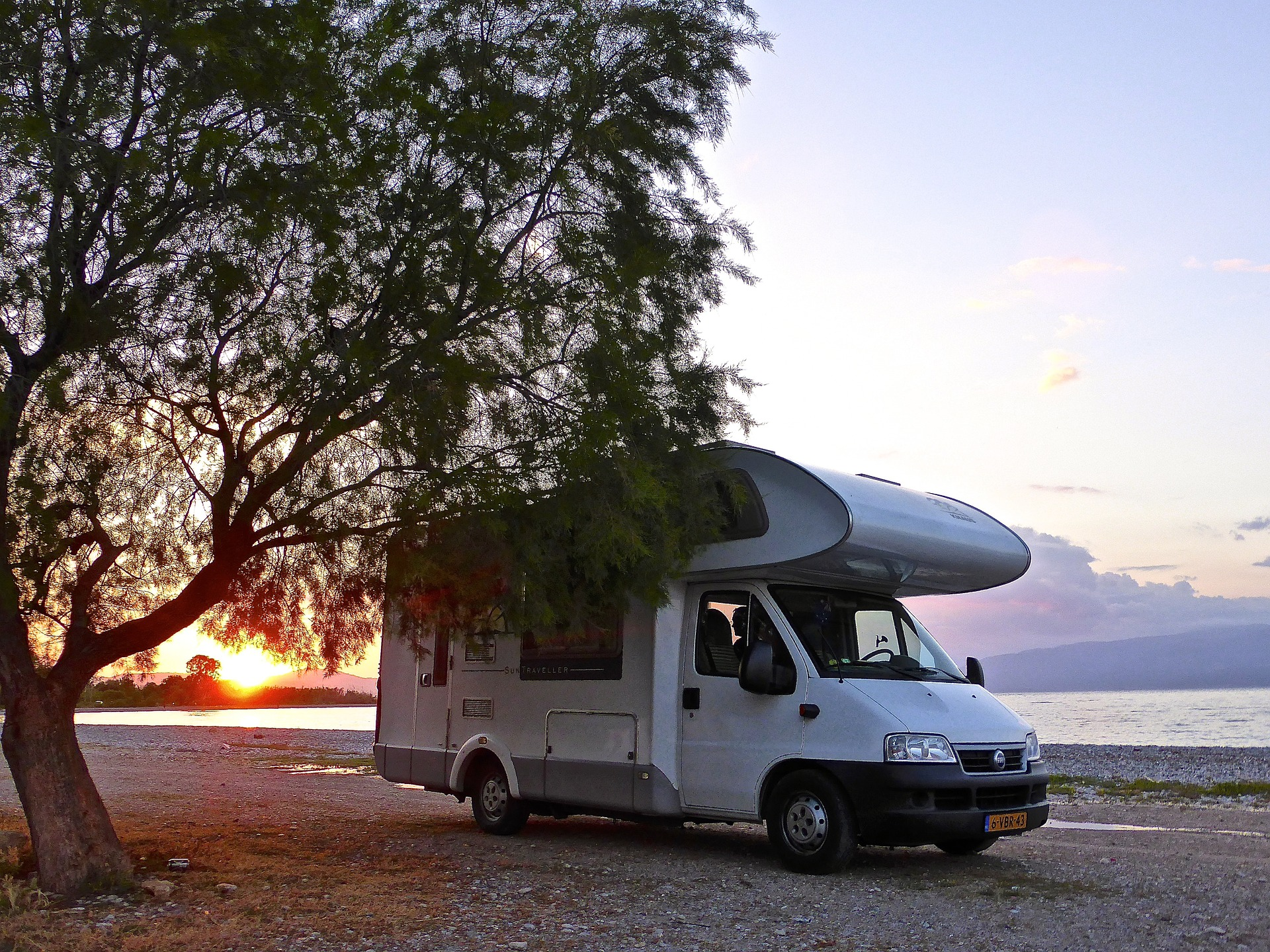 Choosing the Right Set-Up can be a confusing and overwhelming task. If you're at the beginning of your research phase this post should help you to define your options and lead you to the things you need to consider. Motorhome
