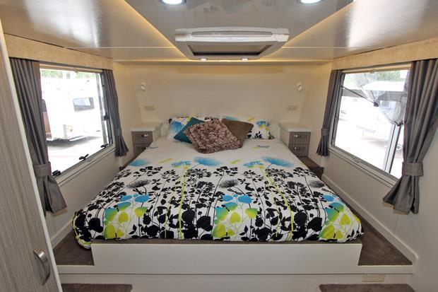 Sunliner North Shore Fifth Wheel bedroom