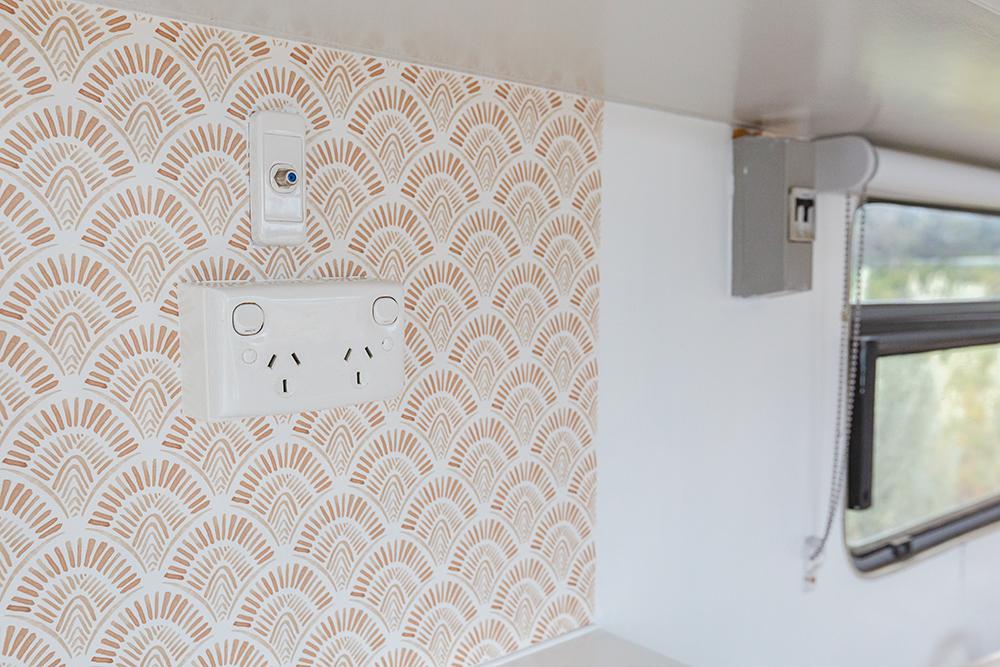 Kitchen splashback with light brown and white pattern